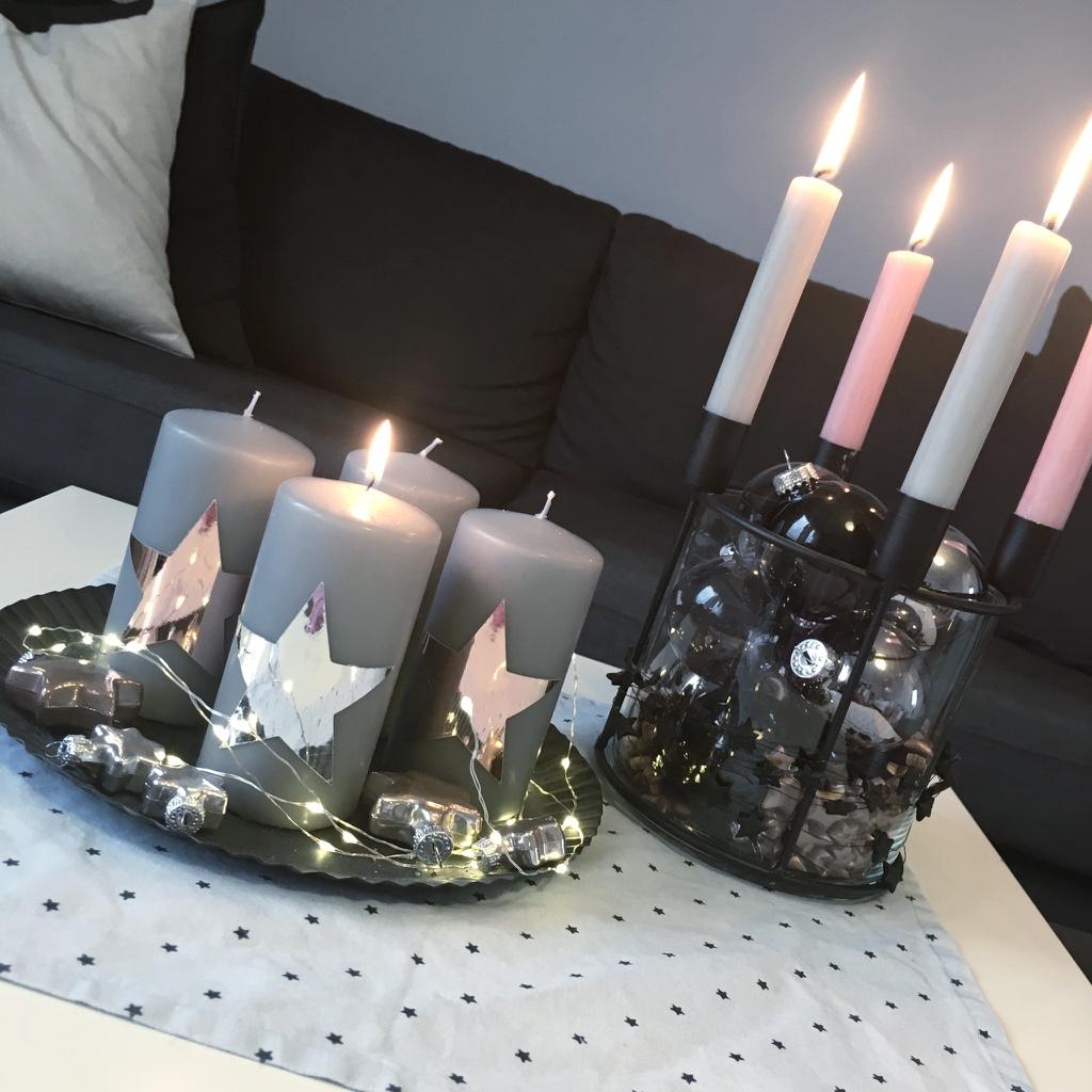 weihnachtskerzen im 4er set graue kerzen mit sternen in hochglanzkupfer motiv kerzen. Black Bedroom Furniture Sets. Home Design Ideas
